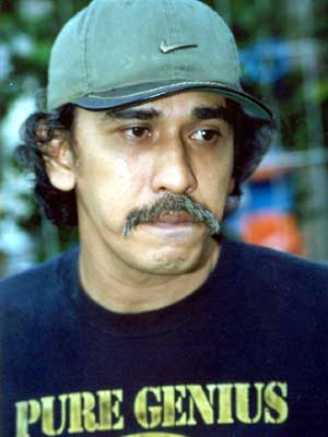 [Image: iwan-fals-with-hat.jpg]
